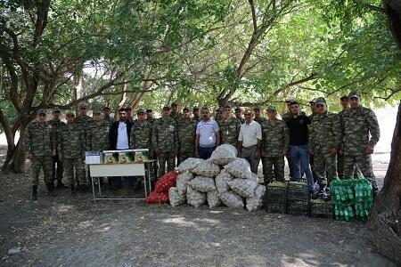 Ordumuza sovqatlar göndərilir - Foto