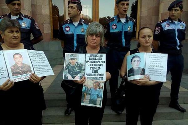 Armenian soldier's parents are protesting again