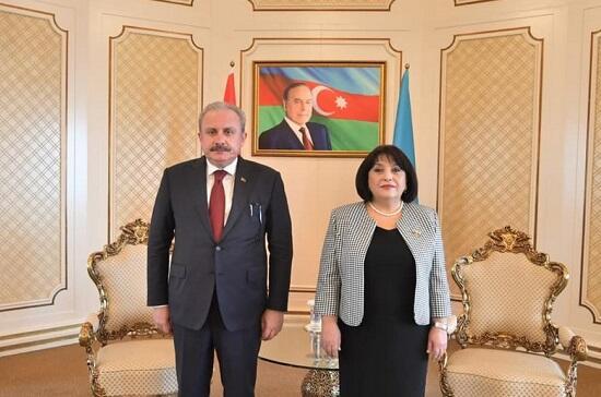 Sahibə Qafarova Mustafa Şəntopla danışdı