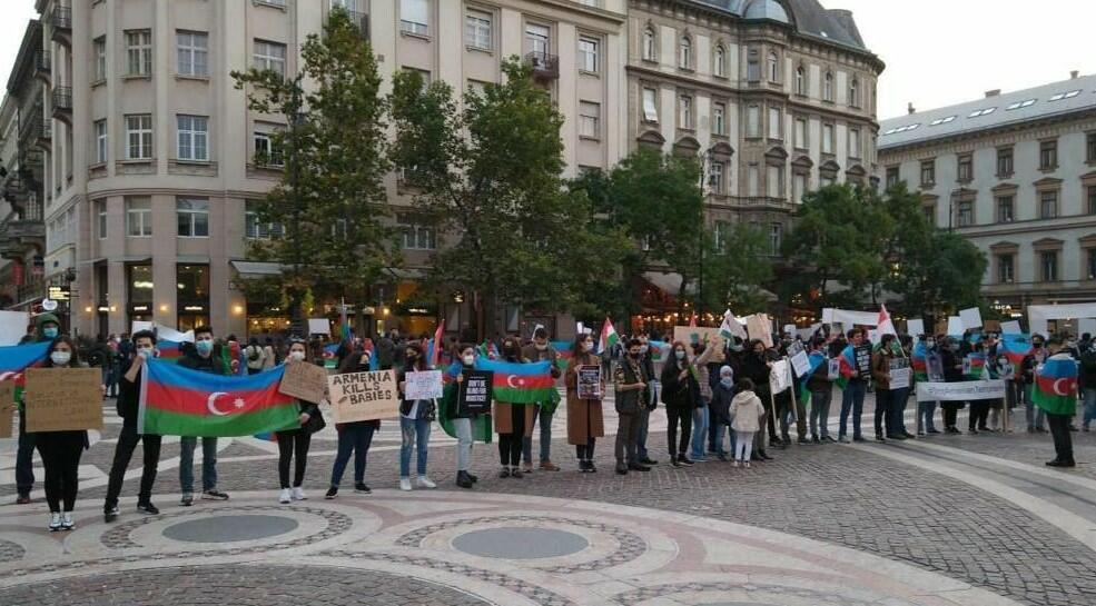 Budapeştdə Gəncə terroruna etiraz - Foto