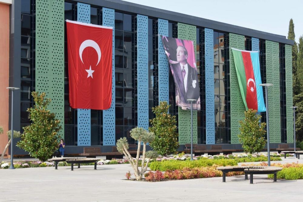 İzmir Azərbaycan və Türkiyə bayraqları ilə bəzəndi - Foto