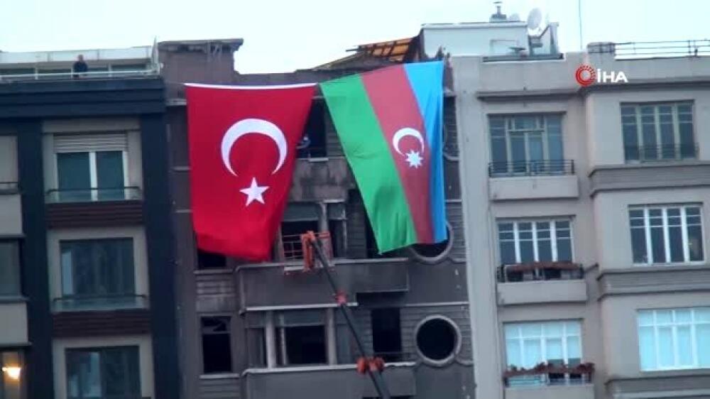 İstanbulun mərkəzində Azərbaycan bayrağı - Foto