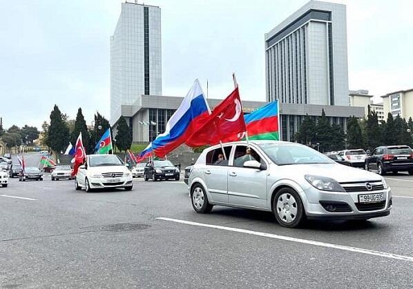 Rus icması Ordumuza dəstək üçün avtomobil yürüşü keçirdi - Foto