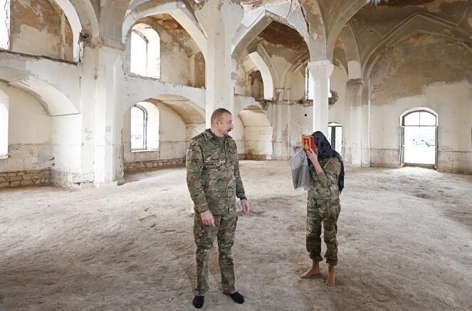 Prezidentin məscidi bu cür ziyarəti tarixi hadisədir