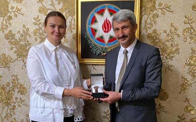 Deputat türkiyəli həkimlərlə görüşdü - Foto