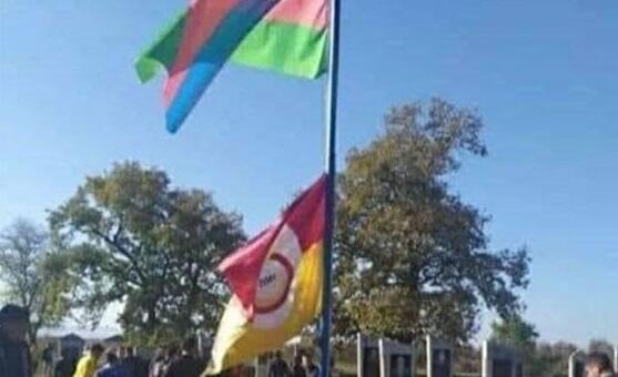 """Şəhidimizin məzarı üzərində """"Qalatasaray"""" bayrağı - Foto"""