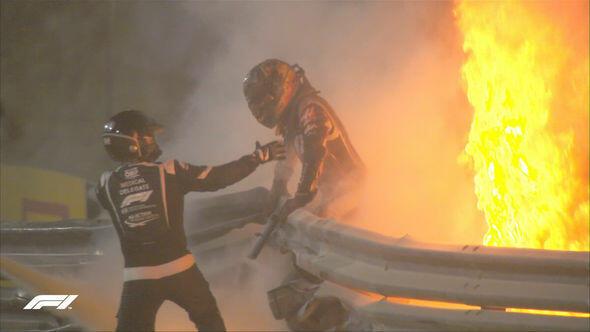 Formula-1-də dəhşətli qəza: pilot alovlar içində - Video