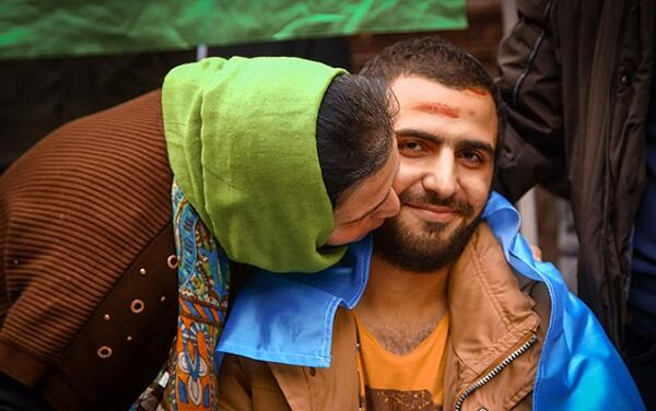 Döyüşdə bir ayağını itirən qazimiz belə qarşılandı - Foto