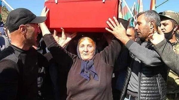 Millət vəkili oğlunun tabutunu daşıyan ana ilə görüşdü - Foto