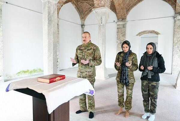 Prezidentin məsciddə bu iki addımı... - Hacı Şahin