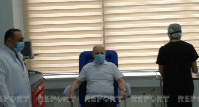 Oqtay Şirəliyevə vaksin vuruldu - Foto