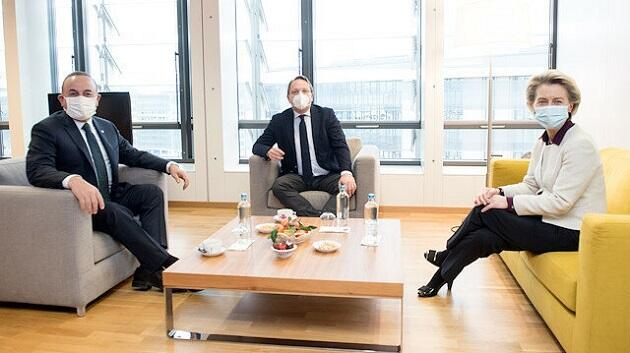 Top Turkish diplomat meets EU Commission head