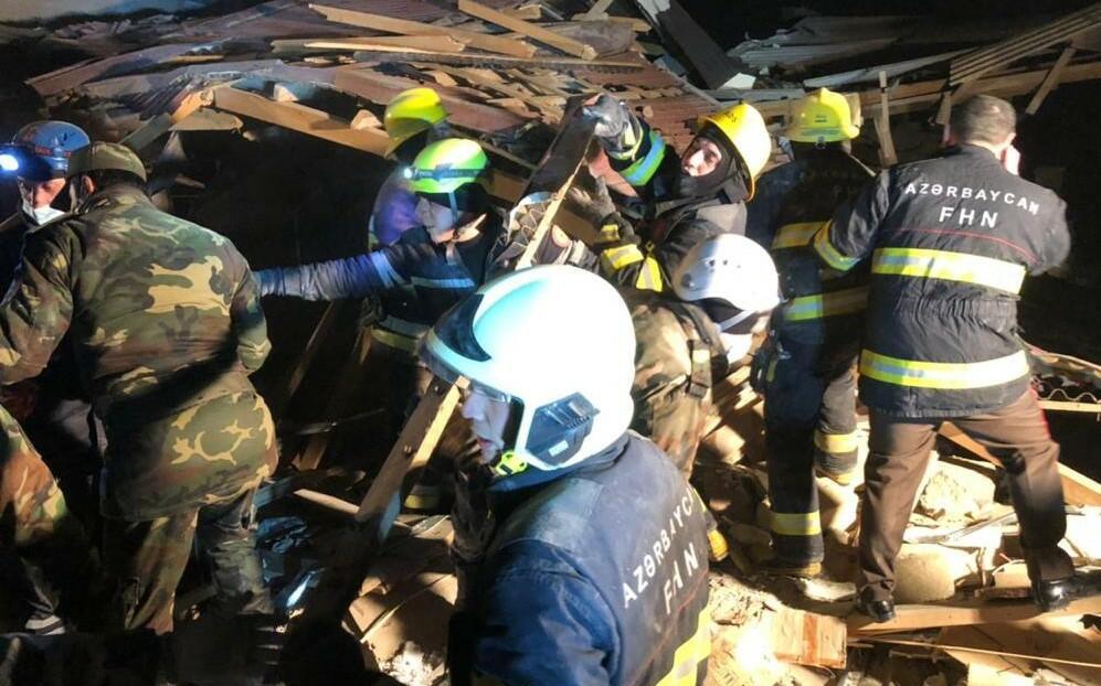 Xırdalanda partlayış: dağıntılar altından 6 nəfər çıxarıldı - Video