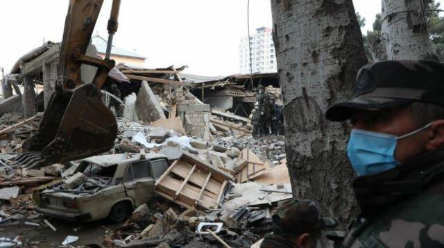 В Хырдалане под завалами дома обнаружено тело девочки