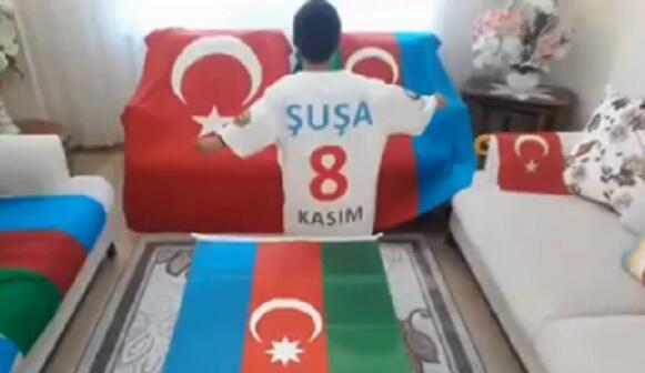 DİN-dən bayrağımızı istəyən türk uşağa jest - Video