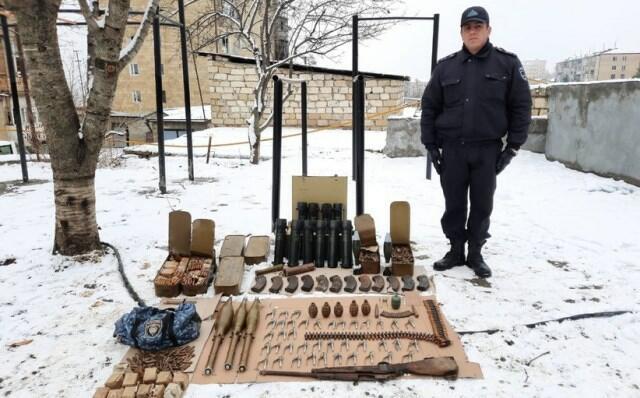 Şuşada ermənilərin atıb qaçdığı silah-sursat - Foto