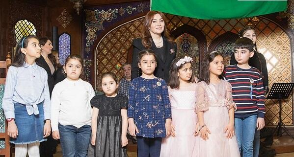 Ruhi Əliyeva ad gününü şəhid övladları ilə keçirdi - Video