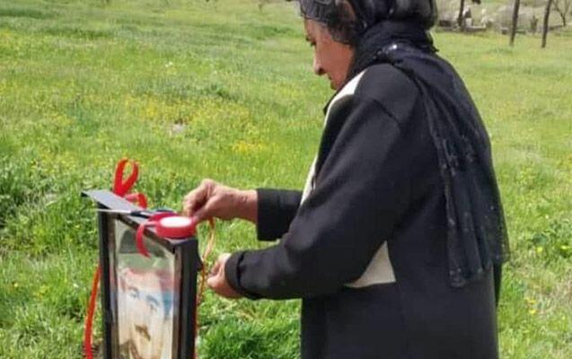 28 il sonra şəhid oğlunun məzarını ziyarət etdi - Foto