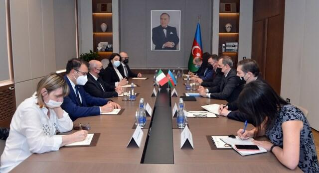 Azerbaijani FM receives delegation of Italian Senate