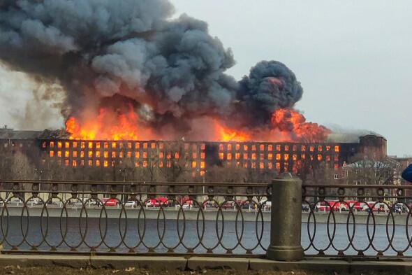 Peterburqda dəhşətli yanğın: ölən var - Foto