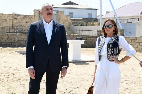 President and I Lady at groundbreaking ceremony -