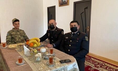 Polis əməkdaşları Topçu Vüsalla görüşdü - Foto
