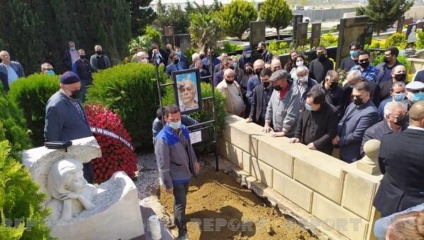 Президент и первая леди прислали венок на похороны Гулиева