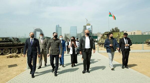 İMZA-çılar Hərbi Qənimətlər Parkında - Foto