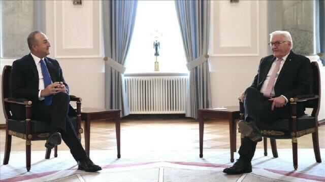 Turkish foreign minister received by German president