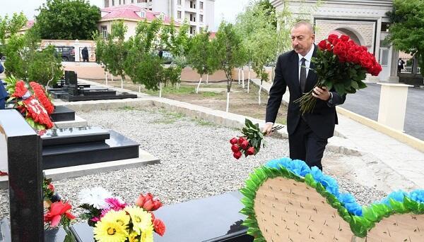 The President visited the graves of martyrs in Nakhchivan