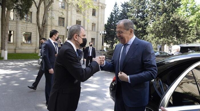 Байрамов обговорил с Лавровым напряженность на границе