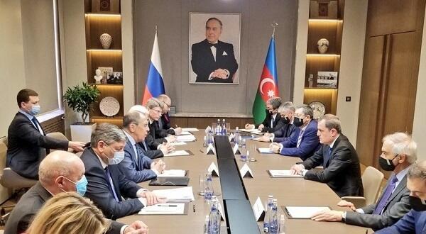 Bayramov və Lavrov arasında görüş başladı