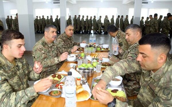 Zakir Hasanov and Mais Barkhudarov had lunch with soldiers