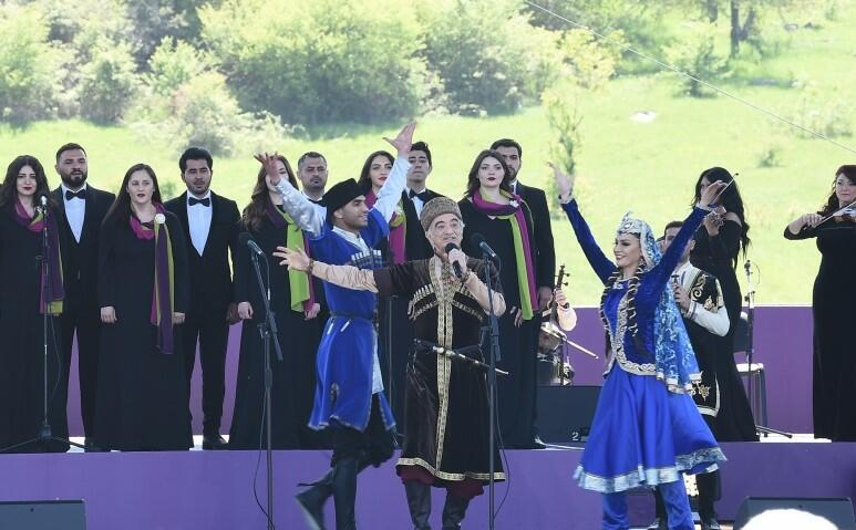 Polad Bülbüloğlu Şuşada ayaqüstə dinlənildi - Video
