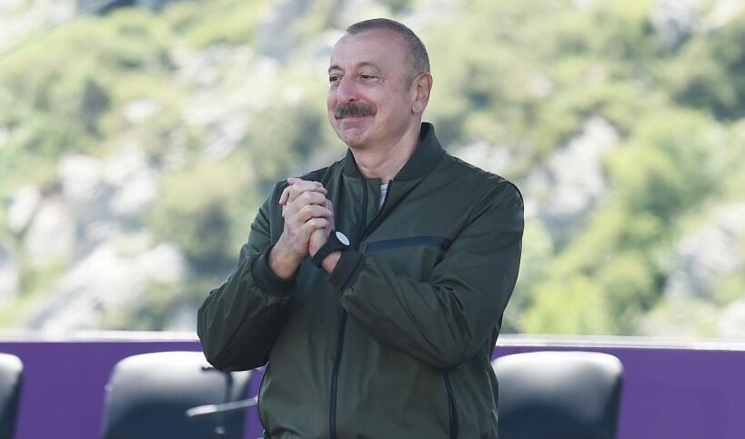 Ölkədəki prosesləri jurnalistlərdən eşidirəm - Əliyev
