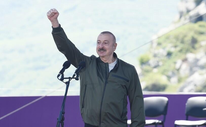 """Prezident və xanımı """"Xarıbülbül"""" festivalının açılışında"""