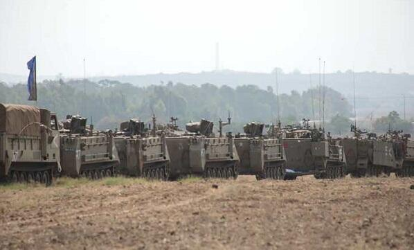 Israeli army gathers in Gaza -