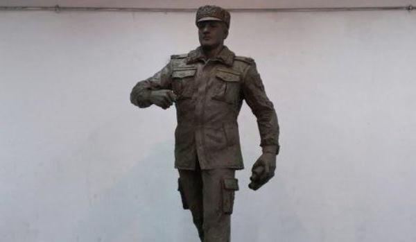 Polad Həşimovun heykəli hazırlandı