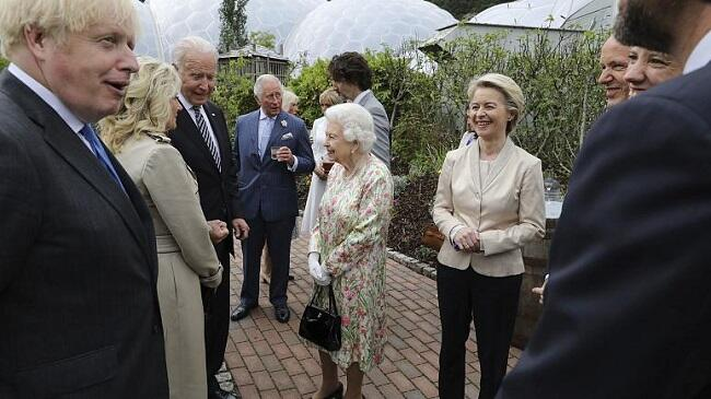 Queen Elizabeth hosts G7 leaders and spouses