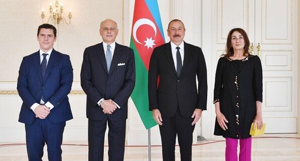 Ильхам Алиев принял посла Италии