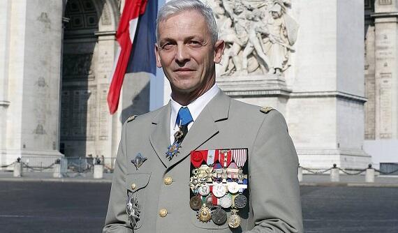 Fransa ordusunun baş qərargah rəisi istefa verir