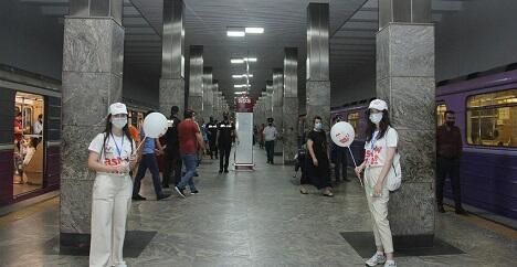 Bakı metrosunda Avro-2020 ilə bağlı sosial posterlər