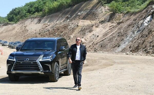 President acquainted with the construction of a bridge