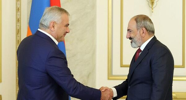 Pashinyan met with the billionaire wanted by Azerbaijan