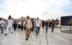 Фотографии Реза Дегати демонстрируются в Баку