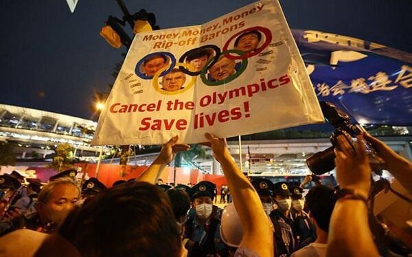В Токио жители вышли на протест из-за Олимпийских игр