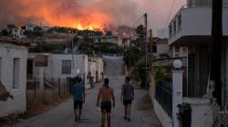 Thousands flee homes as wildfire rages near Athens