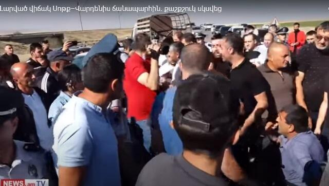 Ermənilər Söyüdlü-Basarkeçər yolunu bağladı - Video
