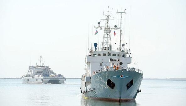 Rusiya donanmasının iki hərbi gəmisi Bakıda - Foto
