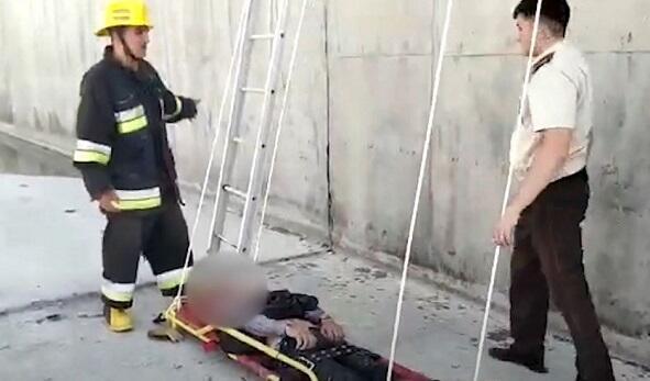 Göyçay sakini beton kanala düşdü, FHN-çilər xilas etdi - Video